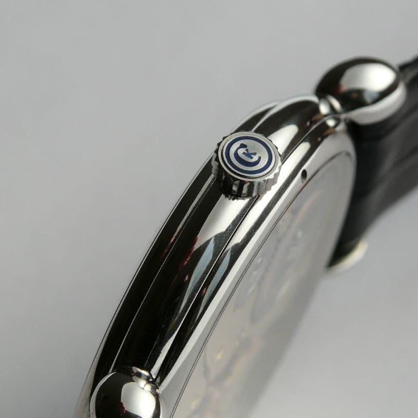 No. 00 Crown Detail